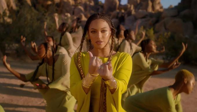 Beyonce đã mời các nghệ sĩ múa từ châu Phi để biểu diễn trong MV Spirit, tái hiện các nghi thức ngợi ca vẻ đẹp của đất trời. MV của cô được các fan miêu tả giống như một tác phẩm nghệ thuật, một sự cộng hưởng tuyệt vời giữa hình ảnh và âm nhạc, giọng ca.