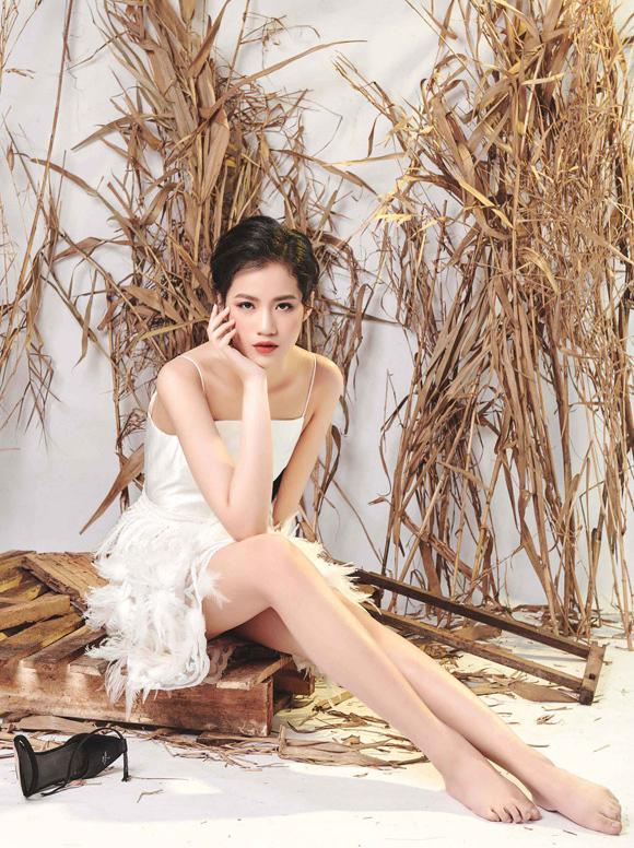 Vẻ đẹp trong trẻo của Hà Phương chiếm được cảm tình của nhiều khán giả.