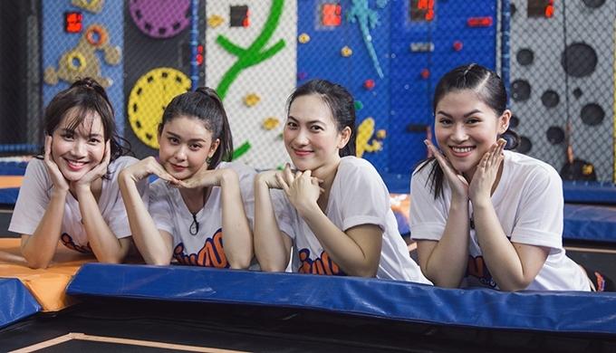 Từ phải qua: Ngọc Thanh Tâm, Phương Anh Đào, Trương Quỳnh Anh và Jang Mi trên trường quay Mỹ nhân hành động.
