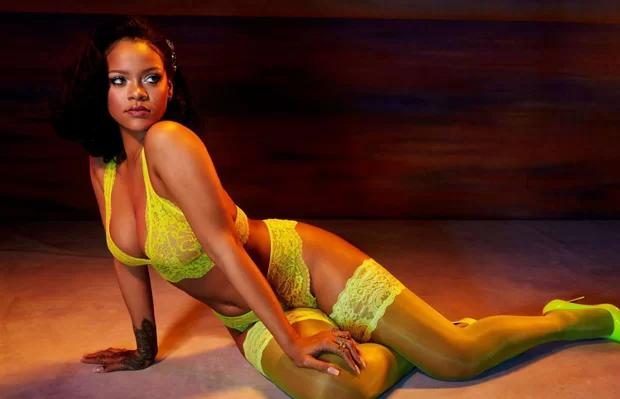Rihanna mua cơ ngơi này vào năm 2017 với giá gần 7 triệu USD. Tuy nhiên gần đây cô chuyển sang London sống để ở gần bạn trai - tỷ phú Hassan Jamee - và thuận tiện cho công việc điều hành thương hiệu mỹ phẩm Fenty Beauty. Rihanna quyết định cho thuê biệt thự với giá 35.000 USD một tháng.