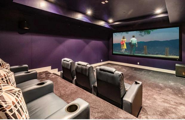 Biệt thự của Rihanna có rạp chiếu phim riêng.