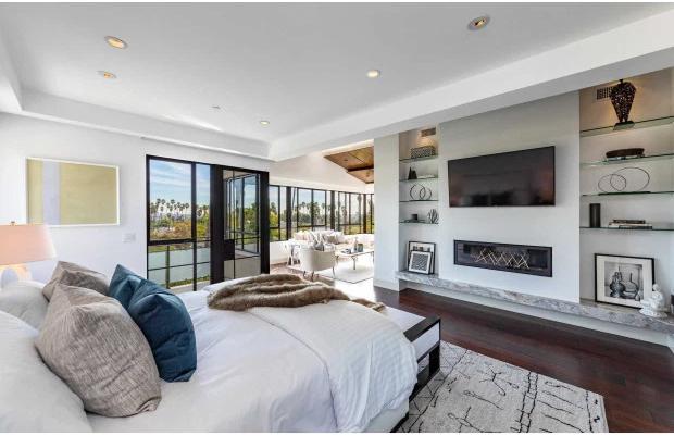 Một trong 6 phòng ngủ với ban công lớn có view ngút tầm mắt.
