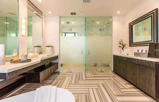 Nữ ca sĩ thiết kế phòng tắm như một spa.