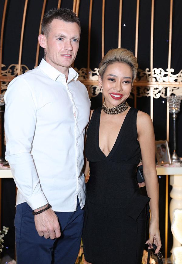 Ca sĩ Thảo Trang Idol sánh đôi bạn trai Tây đi ăn cưới Thu Thuỷ.