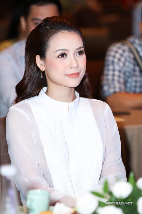 Người đẹp chọn lối trang điểm Hàn Quốc nhẹ nhàng.
