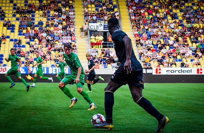 Được đánh giá cao hơn nhưng Sint-Truiden để thua với tỷ số 1-2.Đội bóng của Công Phượng để thủng lưới hai bàn trong hiệp một và chỉ gỡ được một bàn ở hiệp hai do công của tiềnđạo vào sân thay người Yohan Boli ở phút 68.