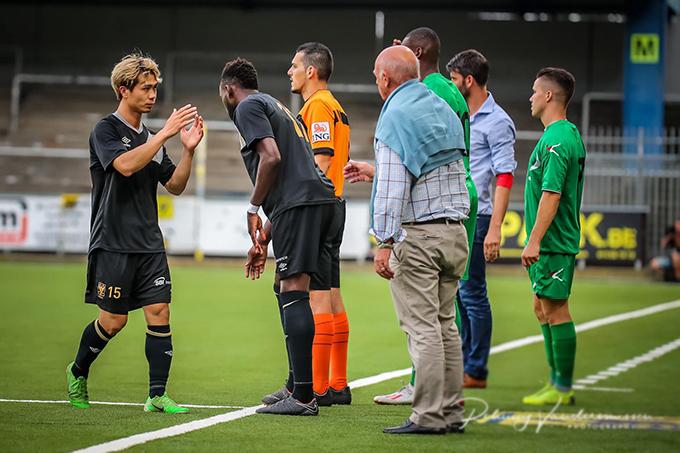 Công Phượng được rút ranhường vị trí cho cầu thủ khác ở giữa hiệp hai.