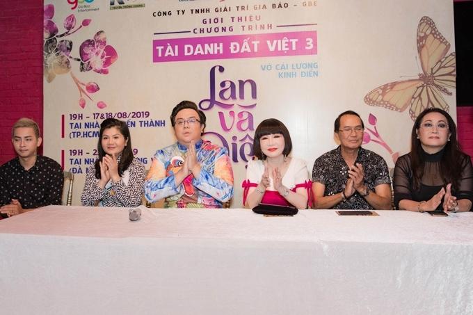 Vở diễn có sự tham gia của: NSƯT Thanh Điền,NSƯT Thanh Kim Huệ (từ phải qua), nghệ sĩ Hồng Đào...