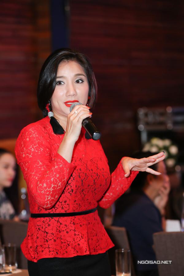 Đến hiện tại, nữ MCvẫn cảm nhận sự hồi hộp khi chờ đợi MC Trường Giang công bố kết quả giải thưởng.