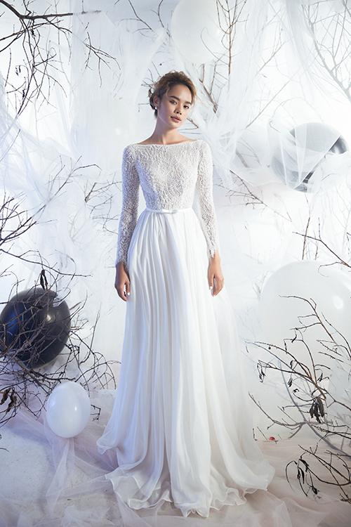 1. Váy lụa tơ tằmNhững chiếc váy từ chất liệu lụa tơ tằm mang đến một vẻ đẹp sang trọng, thể hiện phong cách của tân nương, phù hợp với những cô dâu mình hạc xương mai và vóc dáng thanh thoát.