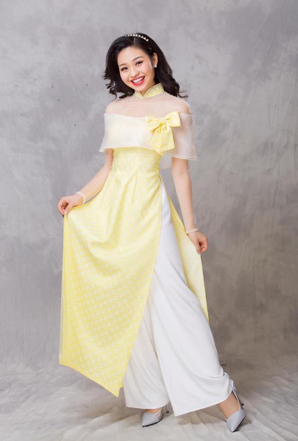 Minh Châu còn làm mới áo dài bằng ý tưởng đáp vải voan kính quanh phần ngực và bắp tay, trở thành lựa chọn thú vị cho những cô nàng yêu thích phong cách độc đáo.