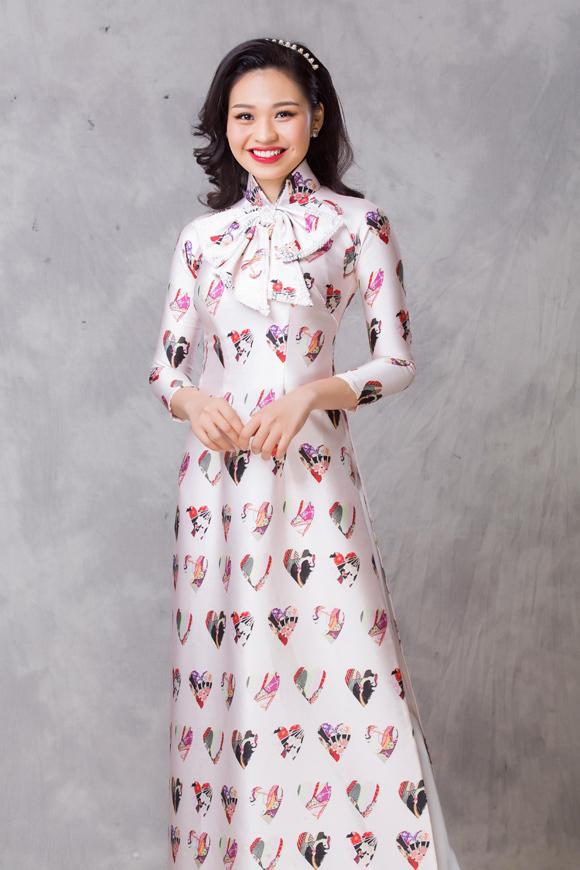 Lê Lộc tiết lộ, thời xưa gia cảnh khó khăn, việc có một chiếc áo dài diện đến trường là mơ ước của cô. Đến khi trưởng thành, có điều kiện hơn, cô vẫn dành cho trang phục truyền thống của phụ nữ Việt một tình yêu lớn.