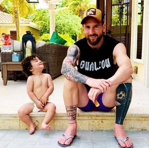 Nụ cười trở lại trên môi Messi khi đi xả hơi với vợ con. Tại Copa America, tiền đạo Barca tiếp tục gây thất vọng trong màu áo Argentina. Phong độ không ổn định, chân sút 33 tuổi lại gây chú ý khi cáo buộc ban tổ chức giải đấu tham nhũng, thiên vị cho chủ nhà Brazil.