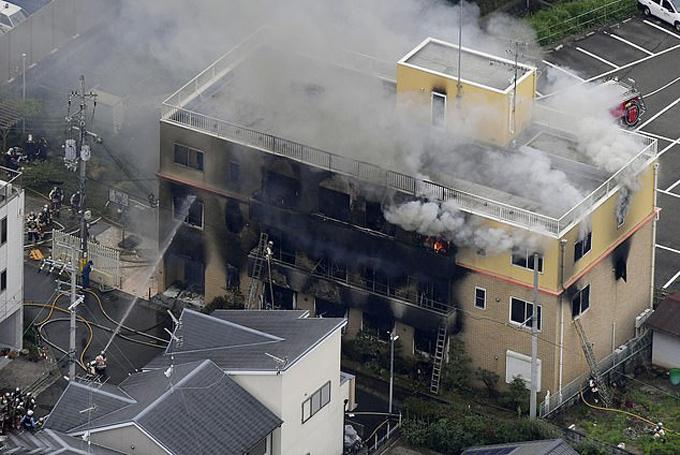 Tòa nhà 3 tầng của xưởng phim Kyoto bắt đầu cháy lúc 10h40 sáng 18/7 và được dập tắt sau hai tiếng. Ảnh: AP.