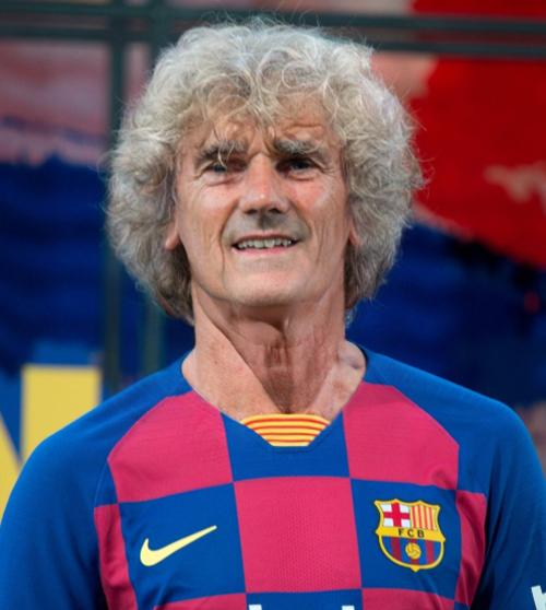 Ông già Griezmann vẫn giữ mái tóc xù cá tính