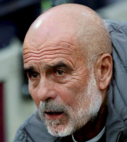 HLV Guardiola râu bạc và thêm nếp nhăn