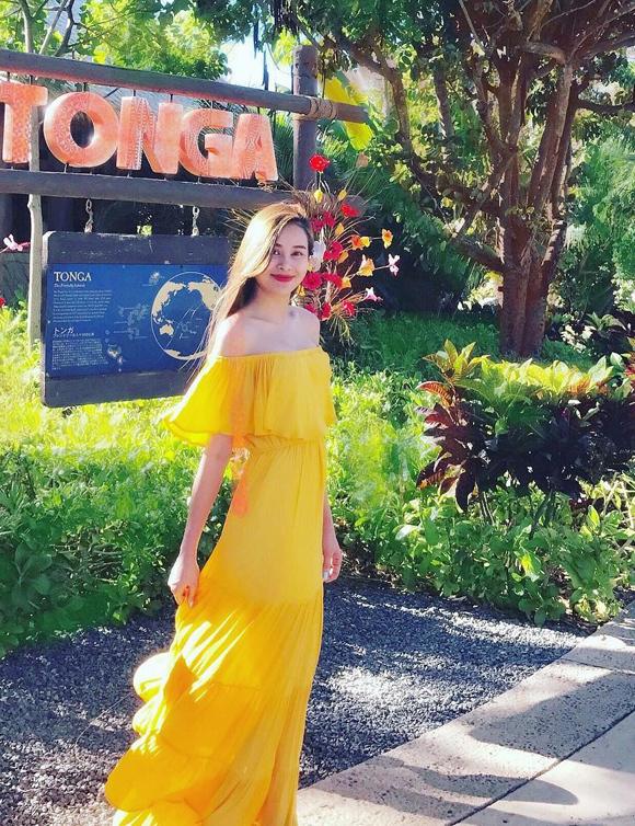 Vốn đam mê du lịch, Sella Trương thường xuyên cập nhật trên Instagram những tấm ảnh đẹp được ghi lại trong các chuyến đi tới nhiều vùng đất mới. Ở mỗi khung hình, cô càng thêm lôi cuốn nhờ biết cách chọn trang phục ấn tượng.