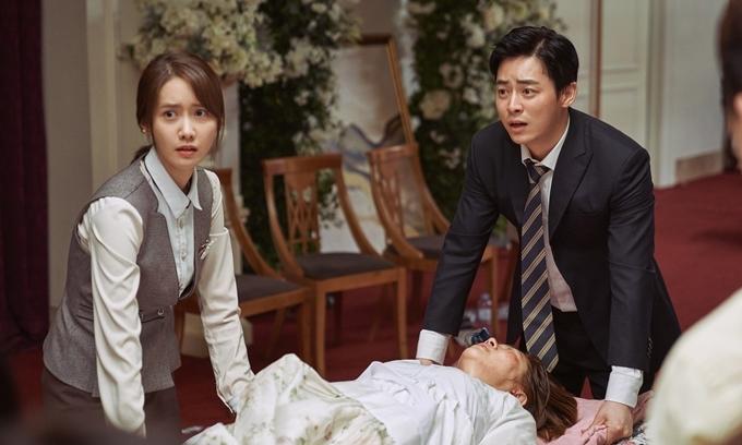 Yoona và Jo Jung Suk thực hiện một cảnh giải cứu người bị nạn trong phim.