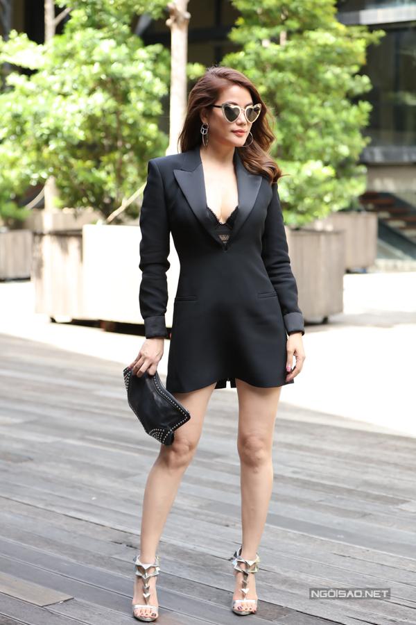 Trương Ngọc Ánh diện váy ngắn xẻ cổ sâu sexy dự lễ công bố chương trình truyền hình thực tế Mỹ nhân hành động. Cô đảm nhiệm vai trò giám khảo ở sân chơi này.