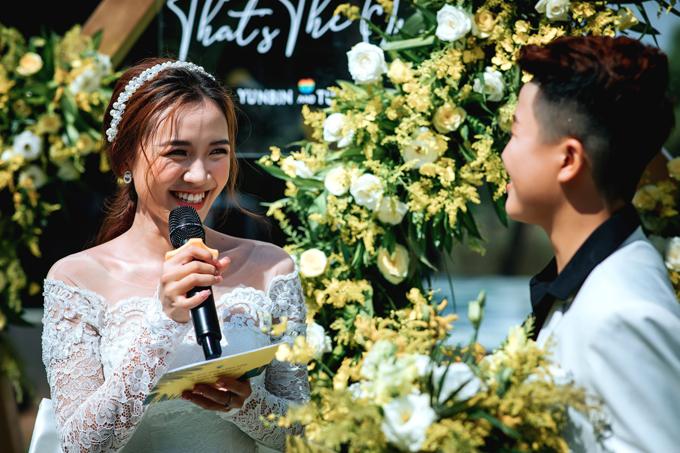 Yun Bin - Tú Tri viết sẵn nội dung lời thề, gửi cho người phụ trách chương trình cưới. Thậm chí để giữ bí mật với nửa kia, Yun Bin gửi xong tin nhắn cho người phụ trách và liền xóa đi.Tôi mất khoảng 30 phút để viết lời thề, còn Tú Tri ngồi từ 7h đến 0h ngày hôm sau mới viết xong, Yun Bin kể.