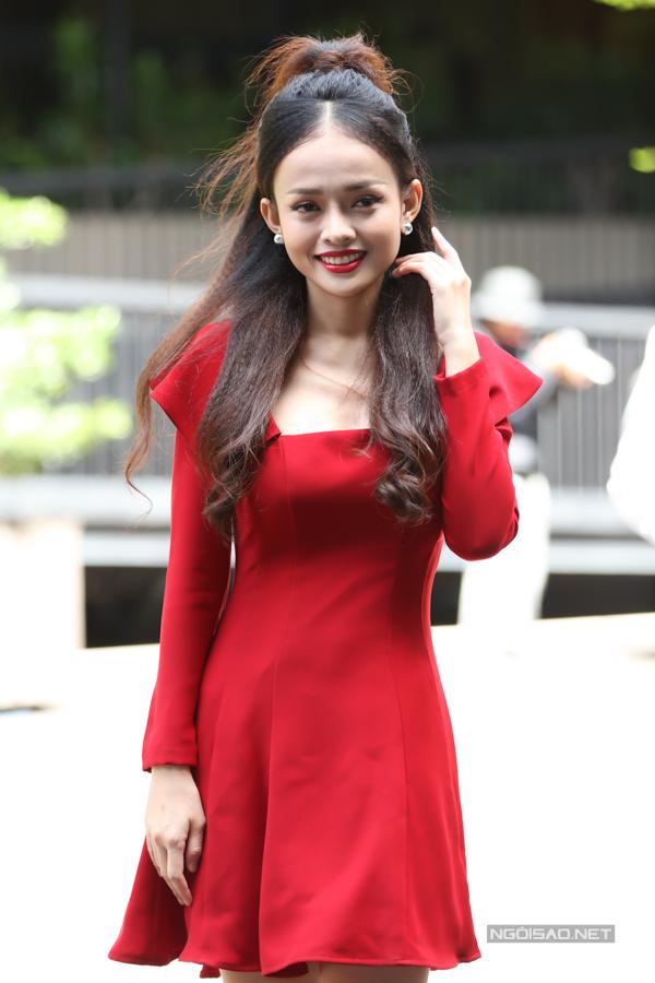 Diễn viên Thanh Trúc nổi bật với váy đỏ.