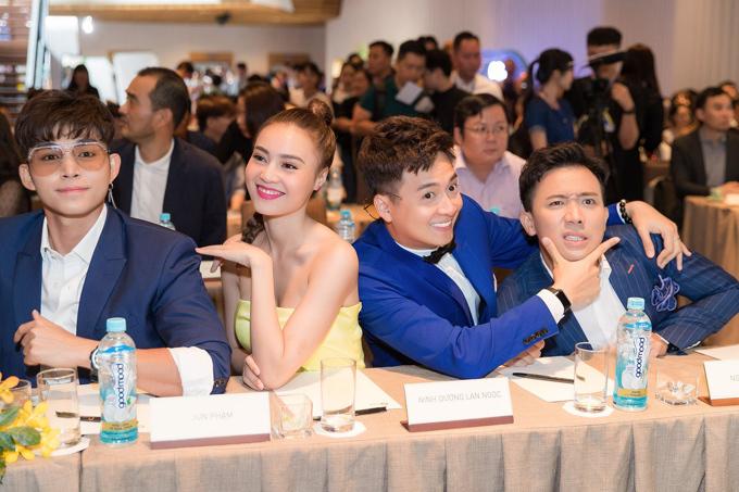 Running Man phiên bản Việt - Chạy đi chờ chi vẫn luôn là một chủ đề hot và chưa có dấu hiệu hạ nhiệt. Mọi thông tin xoay quanh các thành viên luôn nhận được nhiều sự chú ý bàn tán từ cộng đồng mạng.