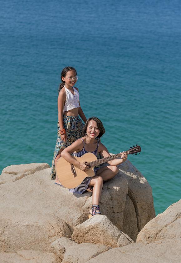 Bé Thái An, con gái lớn của Thái Thùy Linh, cũng hòa giọng cùng mẹ trong MV này.