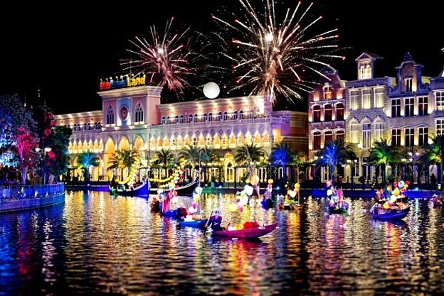 Pháo hoa mở màn: Lấy sông nước làm sân khấu chính, màn pháo hoa là hiệu lệnh mở cửa