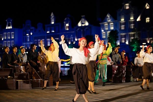 Hội hè bốn phương: Những hoạt cảnh đời sống vui tươi, náo nức là ấn tượng không thể quên của du khách đối với sân khấu thực cảnh