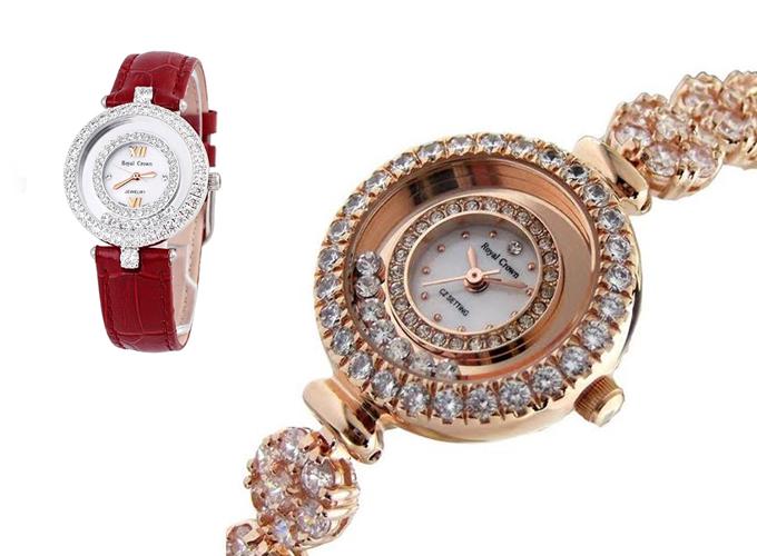 Đồng hồ nữ chính hãng Royal Crown 5308 dây đá vàng hồng giá gốc 3,899 triệu đồng, giảm còn 1,949 triệu đồng, tặng đồng hồ Tateossian. Royal Crown là thương hiệu đồng hồ cao cấp từ Italia, những chiếc đồng hồ trang sức đính đá lấp lánh của hãng này được chế tác thủ công, cầu kỳ và tỉ mỉ luôn nhận được sự yêu thích của phái đẹp.