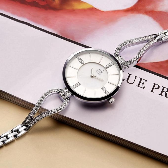Đồng hồ nữ Shengke Korea K0020L-01 dây 6-10mm, chống nước 3ATM,  giá 799.500 đồng (giá gốc 1,599 triệu đồng), tặng đồng hồ Led.