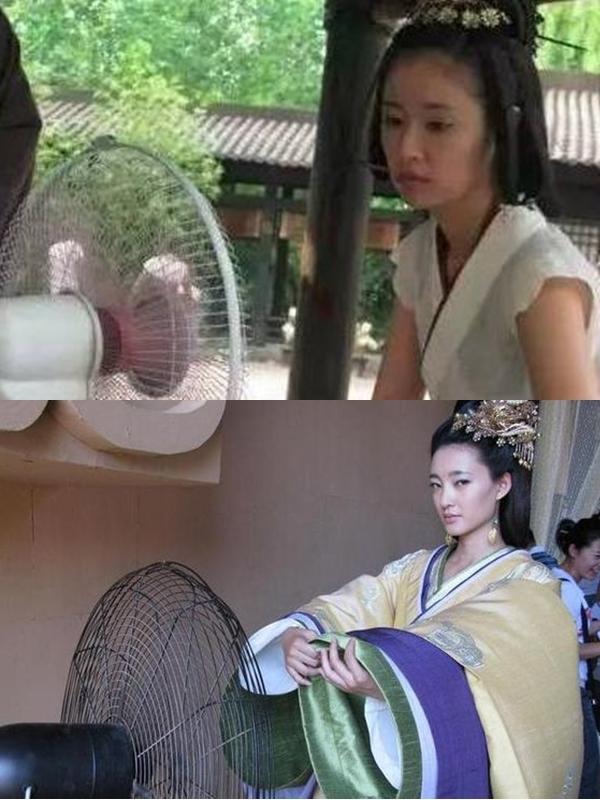 Cũng trên phim trường Mỹ nhân tâm kế, Lâm Tâm Như (trên) và Vương Lệ Khôn hong khô cơ thể đẫmmồ hôi vì mặc đồ cổ trang nhiều lớp.