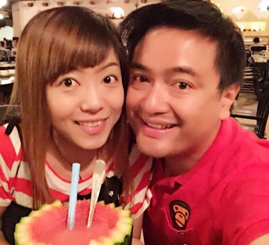 Ông Hoàng và vợ.