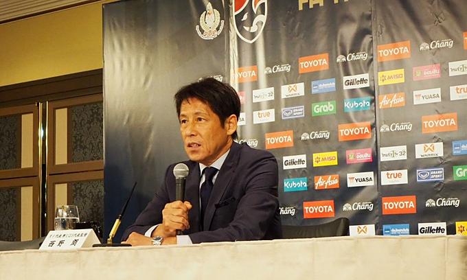HLV người Nhật Bản trong buổi ra mắt trên cương vị HLV trưởng đội tuyển Thái Lan.