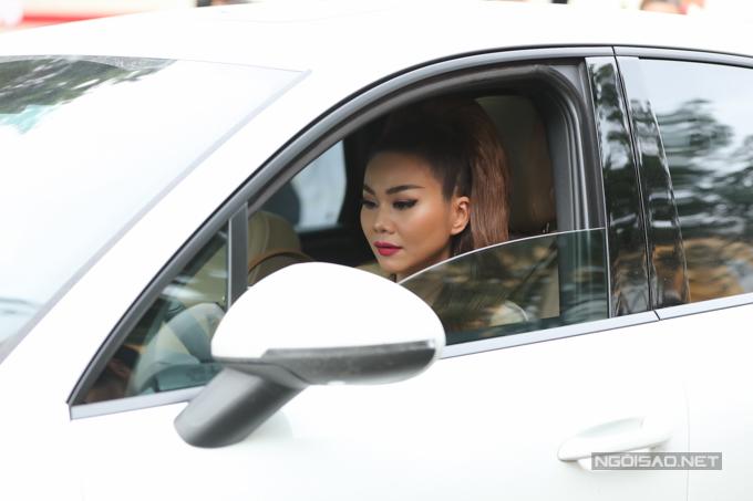 Chiều 19/7, siêu mẫu Thanh Hằng tham gia trình diễn tại sự kiện Pink Summer Fashion Kids diễn ra tại TP HCM. Người đẹp tự lái xế hộp đến địa điểm tổ chức ở quận 7, TP HCM.