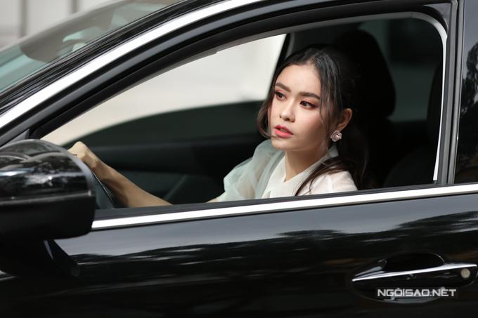 Trương Quỳnh Anh cũng chủ động lái xe mỗi lần đi sự kiện.