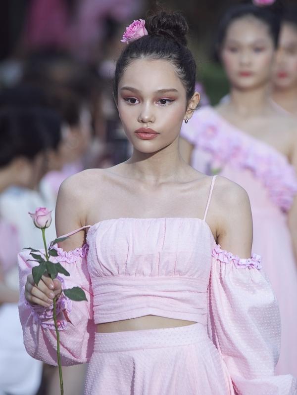 HHen Niê, Lệ Hằng diễn vedette cùng bản sao nhí Hồ Ngọc Hà - 5