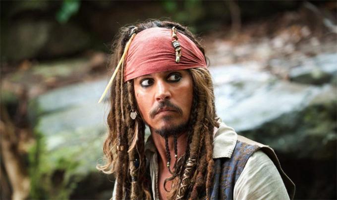 Năm 15 tuổi, một năm sau cú sốc bố mẹ ly hôn, Johnny Depp rời trường trung học Miramar (bang Florida) để đi hát, ôm ấp giấc mơ trở thành ngôi sao nhạc rock. Hai tuần sau, Johnny định quay trở lại trường học nhưng thầy hiệu trưởng khuyên anh nên tiếp tục theo đuổi niềm đam mê này. Depp thành lập ban nhạc và là một rocker có tiếng. Vài năm sau, cuộc gặp gỡ với tài tử Nicolas Cage lại khiến cuộc đời Johnny Depp rẽ sang một trang mới - trở thành diễn viên Hollywood.