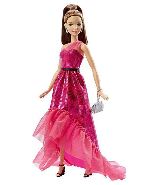 Tạo hình của Thanh Hằng khiến khách mời liên tưởng đến hình ảnh của búp bê Barbie - món đồ chơi gắn liền với tuổi thơ.