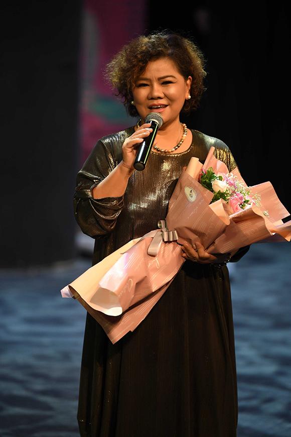 Khi được Đinh Hiền Anh đề nghị cùng mình tổ chức chương trình, NSND Thanh Hoa liền đồng ý. Bà đứng tênsố tài khoản đóng góp ủng hộ quỹ từ thiện. Trong đêm nhạc tối qua, NSND Thanh Hoa chia sẻ bà rất cảm động trước tấm lòng của Đinh Hiền Anh và các học trò khác tham gia chương trình.