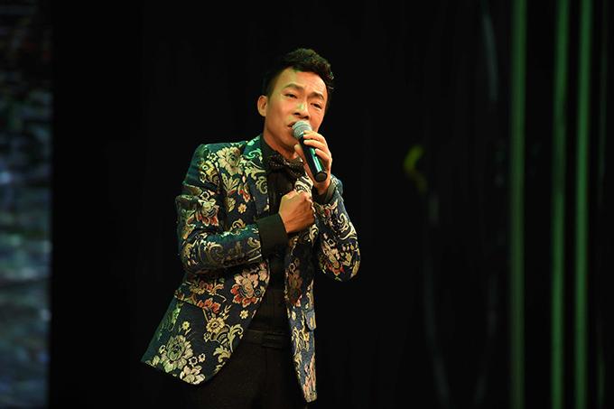 Việt Hoàn hát Một đời người một rừng cây và song ca với ca sĩ Thuỳ Dung bài hát Người ơi hãy về.