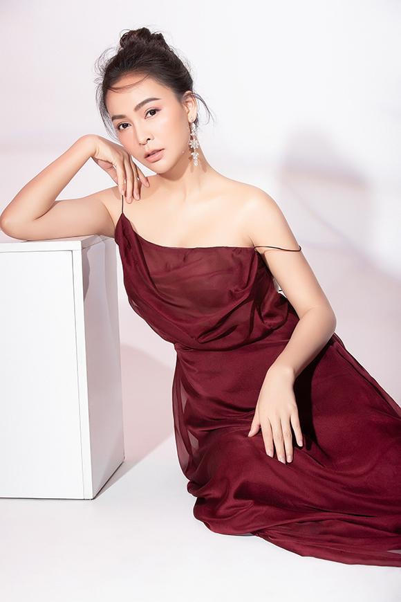 Bộ ảnh được thực hiện bởi nhiếp ảnh Mr AT, stylist Nguyễn Tài và trang điểm Tài Phạm.