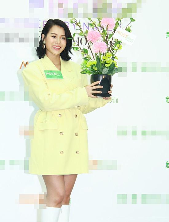 Sự xuất hiện của Hồ Hạnh Nhi nhận được sự quan tâm của nhiều khán giả, vì cô mới sinh nở một thời gian ngắn.