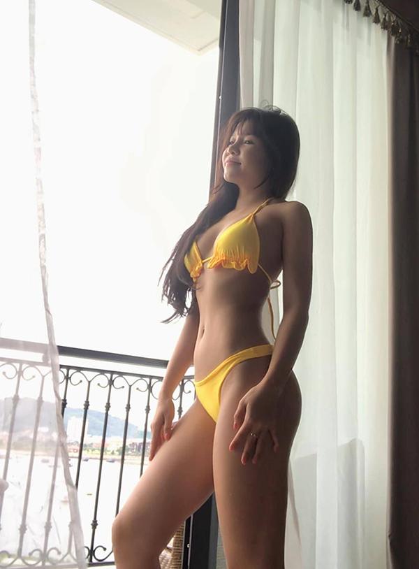 Bạn gái Văn Lâm sở hữu thân hình nóng bỏng. Ảnh: Instagram.