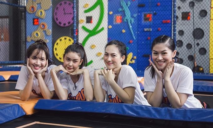 Từ trái qua: Jang Mi, Trương Quỳnh Anh, Phương Anh Đào và Ngọc Thanh Tâm trong giờ giải lao của chương trình.