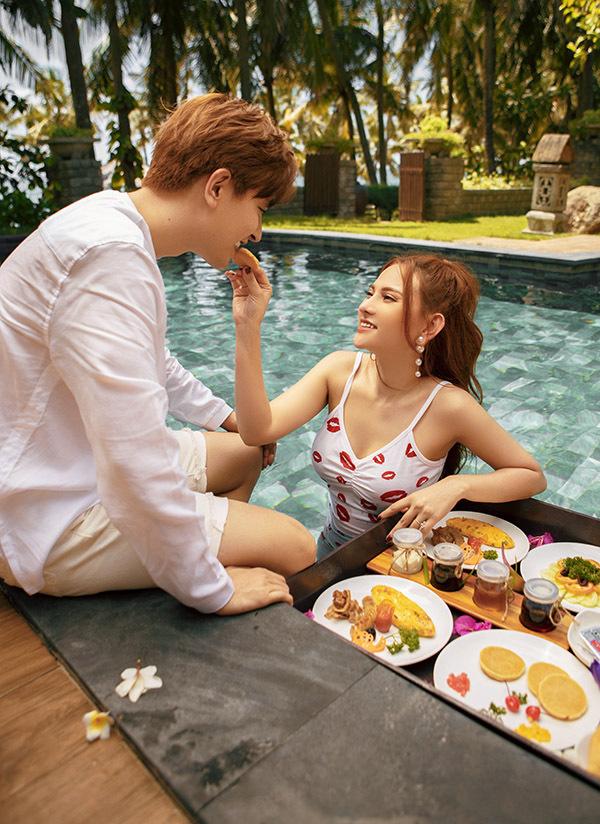 Bối cảnh quay MV là tại một resort sang trọng ở Quảng Bình.
