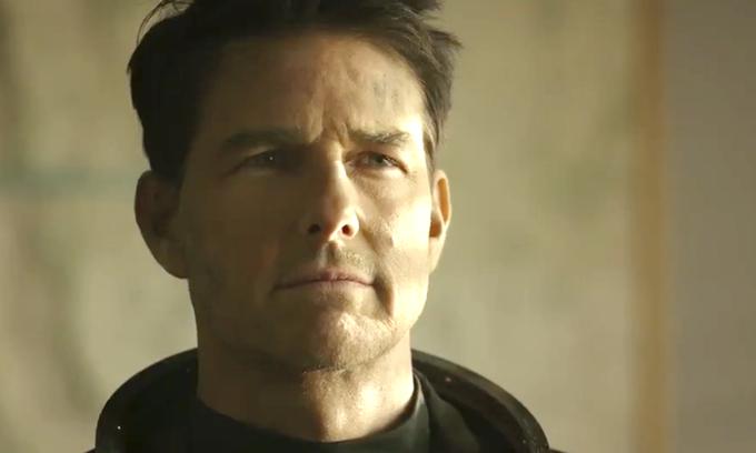 Tom Cruise lộ dấu vết tuổi tác trong phim.