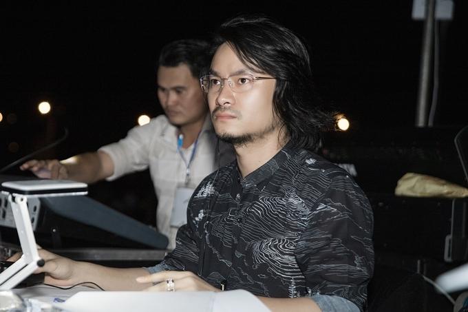 Tổng đạo diễn Hoàng Nhật Nam mang đến sân khấu dàn dựng công phu theo ý tưởng tái hiện các tuyệt tác thiên nhiên tại Quảng Bình.