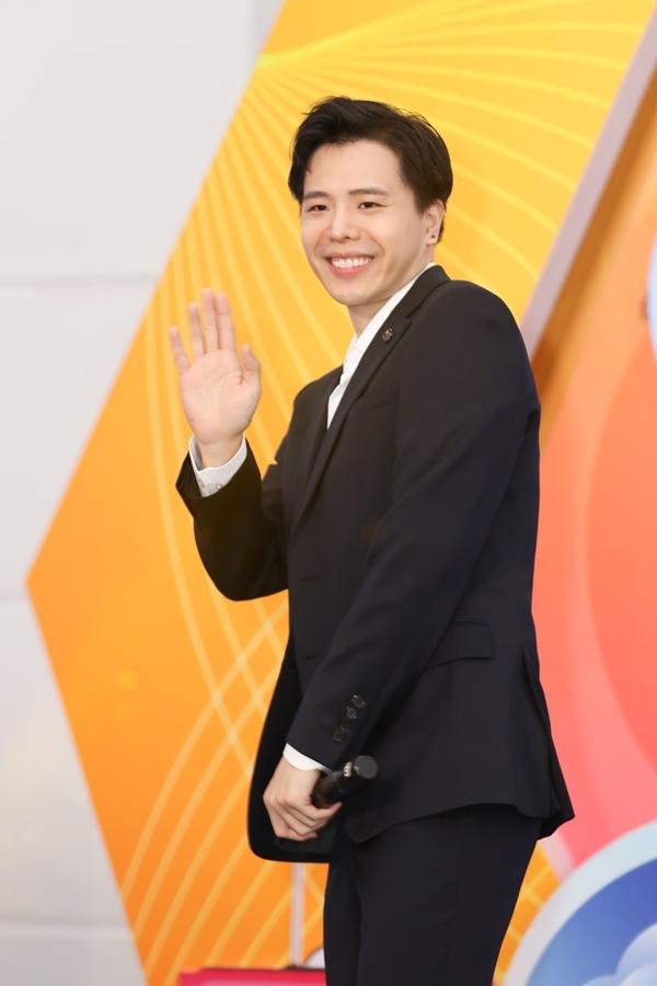 Trịnh Thăng Bình xuất hiện lịch lãm tại sự kiện. Anh thể hiện các ca khúc: Người ấy, Tâm sự tuổi 30, Em ngủ chưa.