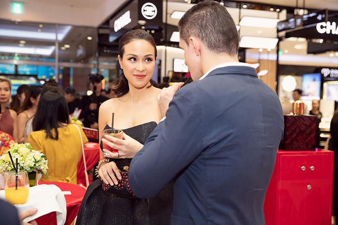 Sau khi kết hôn, niềm vuicủa cô là vào bếp nấu cho chồng những món ăn ngon. Ông xã Marcin không ăn được nhiều món Việt Nam, đặc biệt là chưa quen với nước mắm nên cô luôn cố gắng nấu theo sở thích của chồng.